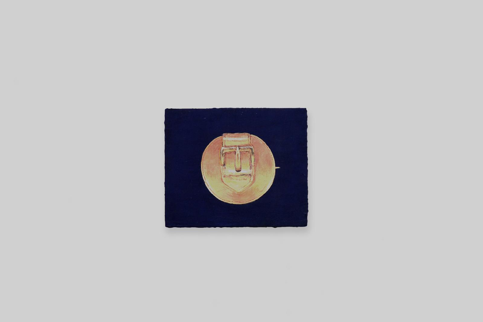 'buckle brooche', 2012, tempera/paneel, 10 x 12 cm